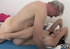 Sexy dilettante chick gets down on all fours and takes it hard