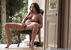 Glamcore babe plays with her pussy