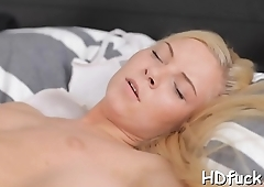 Amateur hottie gives a great blowjob and an fantastic cock ride